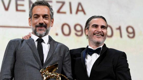 Joaquin Phoenix e Todd Phillips ritirano il Leone d'Oro al Festival di Venezia per Joker