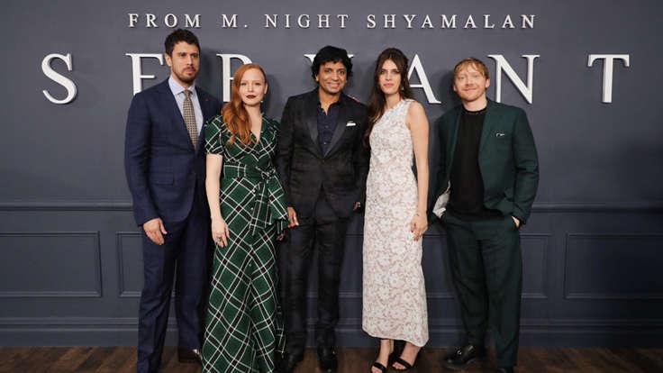 Il cast di Servant alla premiere della serie