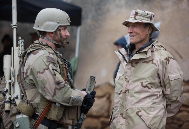 Bradley Cooper e Clint Eastwood in American Sniper