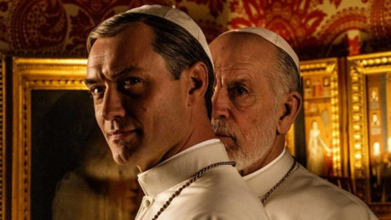Jude Law e John Malkovich in The New Pope