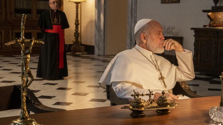 Silvio Orlando e  John Malkovich in The new pope
