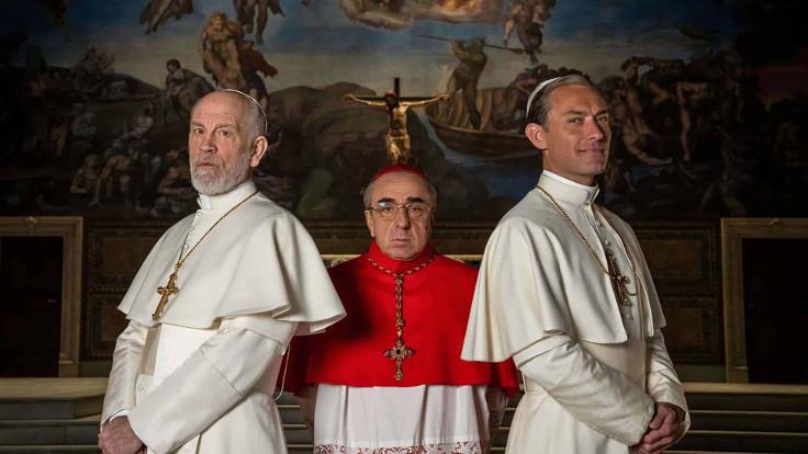 John Malkovic, Silvio Orlando e Jude Law in The new pope