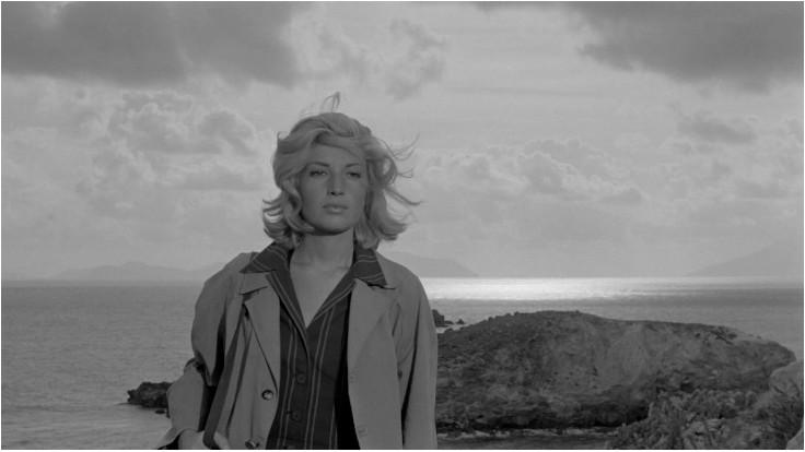 Monica Vitti in una scena tratta da L'avventura