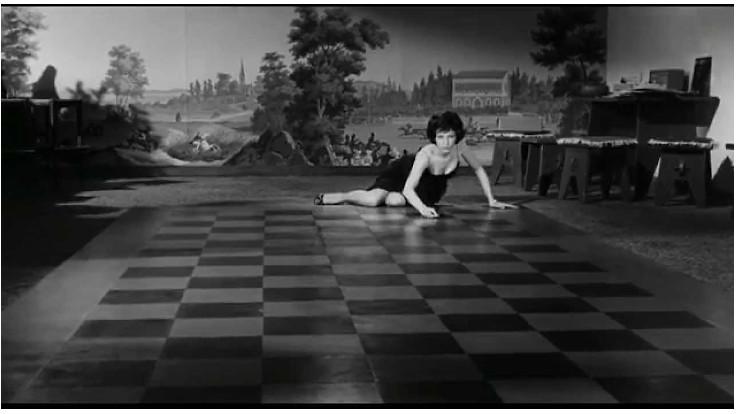 Monica Vitti in una scena tratta da La notte