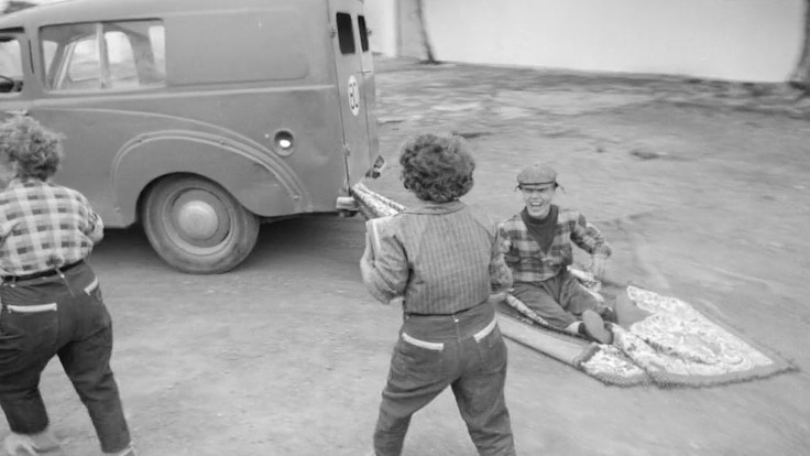 Una delle scene sul furgoncino che gira all'infinito in Anche i nani hanno cominciato da piccoli